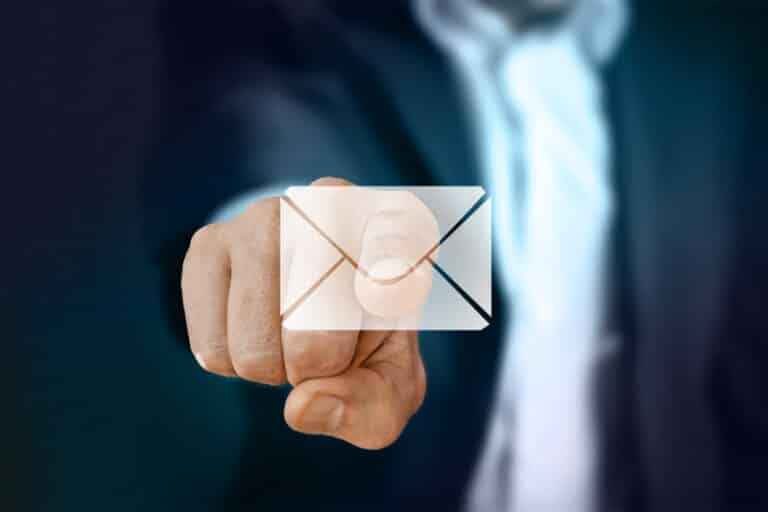 Email Marketing: Include Full Articles or Only Links?